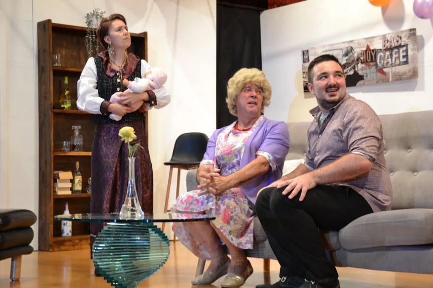 Die Theaterlüüt Ämme zeigen im neuen Stück «Rent A Family», wie schnell Lügen überborden.